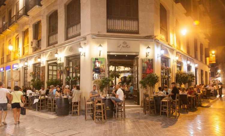 Ruta de tapas y vinos en Málaga para grupos y VIPs